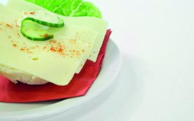 Käsebötchen auf einem Teller